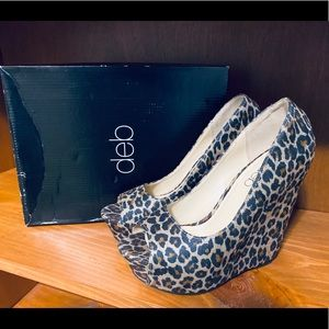 👠Nice wedge cheetah print heel made by Deb.👠